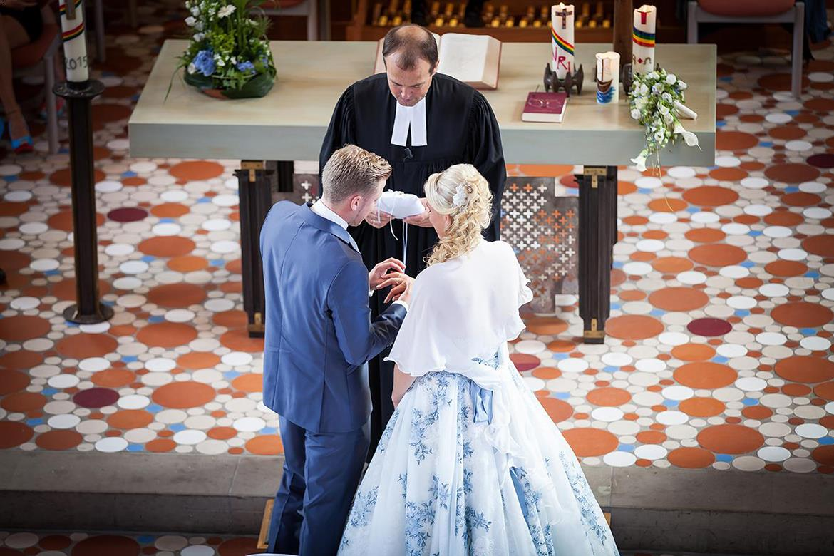 Hochzeitsreportage, Begleitende Fotografie Am Hochzeitstag, Kirche Sektempfang